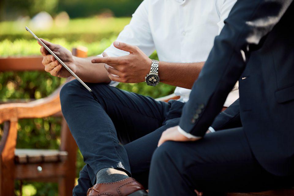 a salesperson uses assumptive language to close a deal